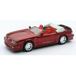 Die Cast Classic Car Ford 1989 Mustang GT Convertible Toys & Games