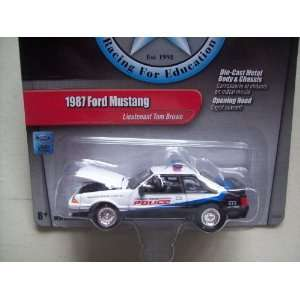 R5 Lieutenant Tom Browns 1987 Ford Mustang Police Car Toys & Games