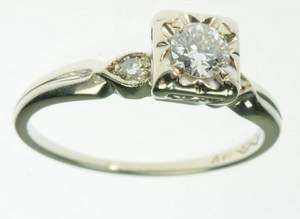 SOLID WHITE GOLD DIAMOND THREE STONE ROUND ESTATE RING J200030