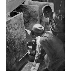 Howard Carter Opens King Tuts Tomb: Home & Kitchen