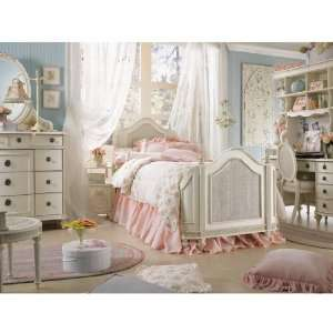 Bedroom Furniture On Emmas Treasures Mansion Bedroom Set Full By Lea